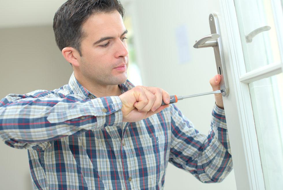 Fitting a new door handle